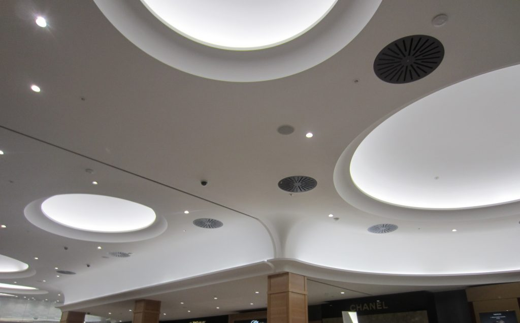 image of grg moulded ceiling shows an improvement over curved plasterboard